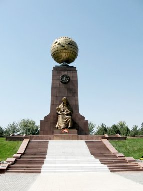 Tashkent Happy Mother Monument on Independence Square 2007