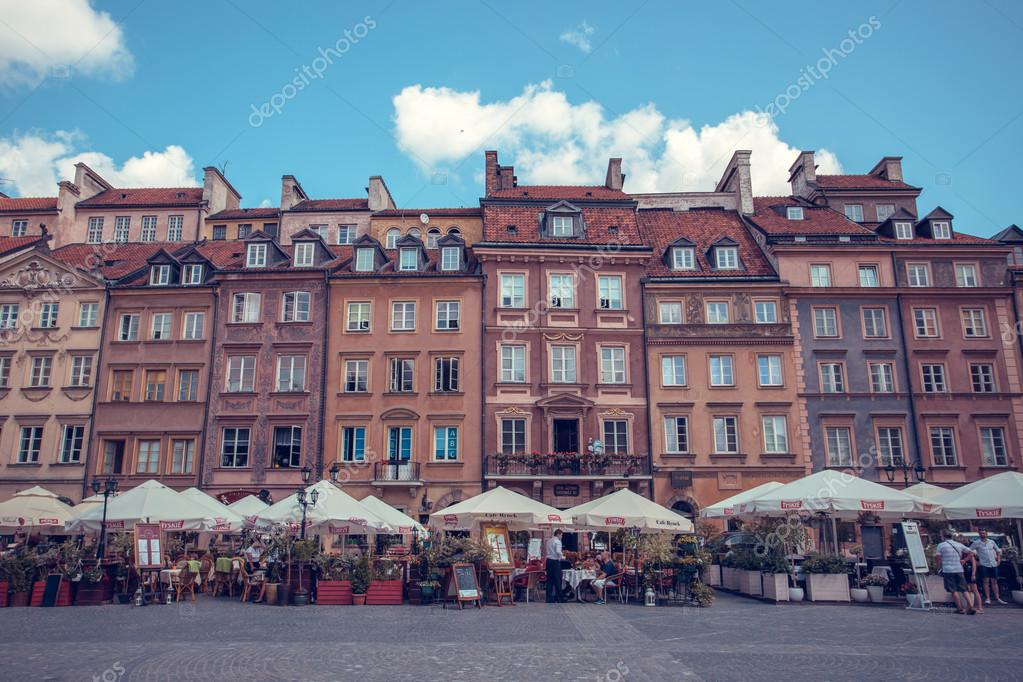 Фотообои Old town marketplace square with colorful houses and outdoor cafes in Warsaw, Poland