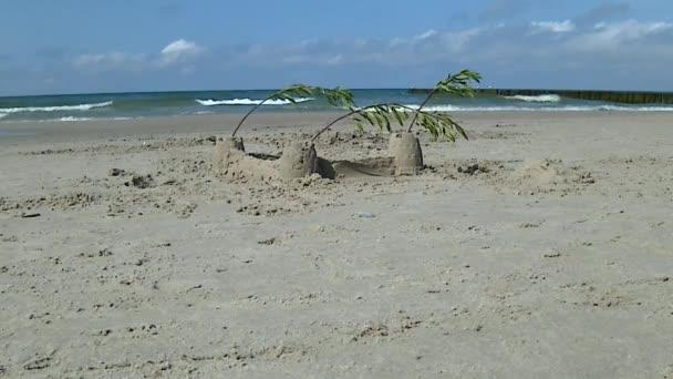 Hrad z písku na pláži Baltského moře