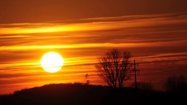 Západ slunce nad zemi