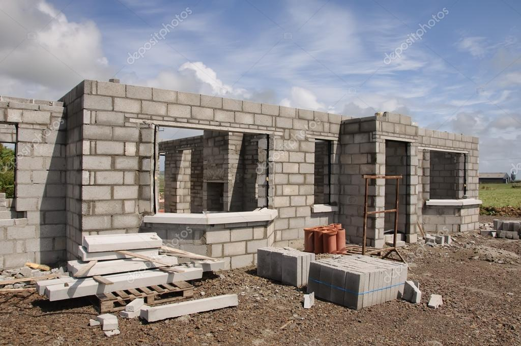 Yeni beton ta ev yap m mavi g ky z in a stok foto for Build a stone house