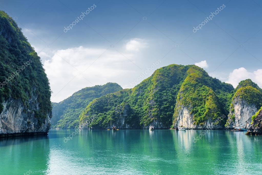 Bellissime acque azzurre della laguna la baia di ha long for Foto bellissime