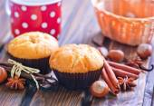 Fotografie sladké muffiny se skořicí a anis