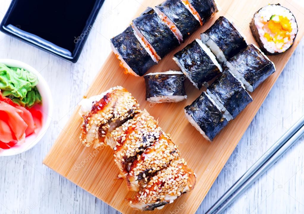 Sushi fresco na bandeja stock photo tycoon 111793988 - Bandejas para sushi ...