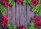 Weihnachtsdekoration auf dem Holz