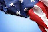 Americká vlajka na modré