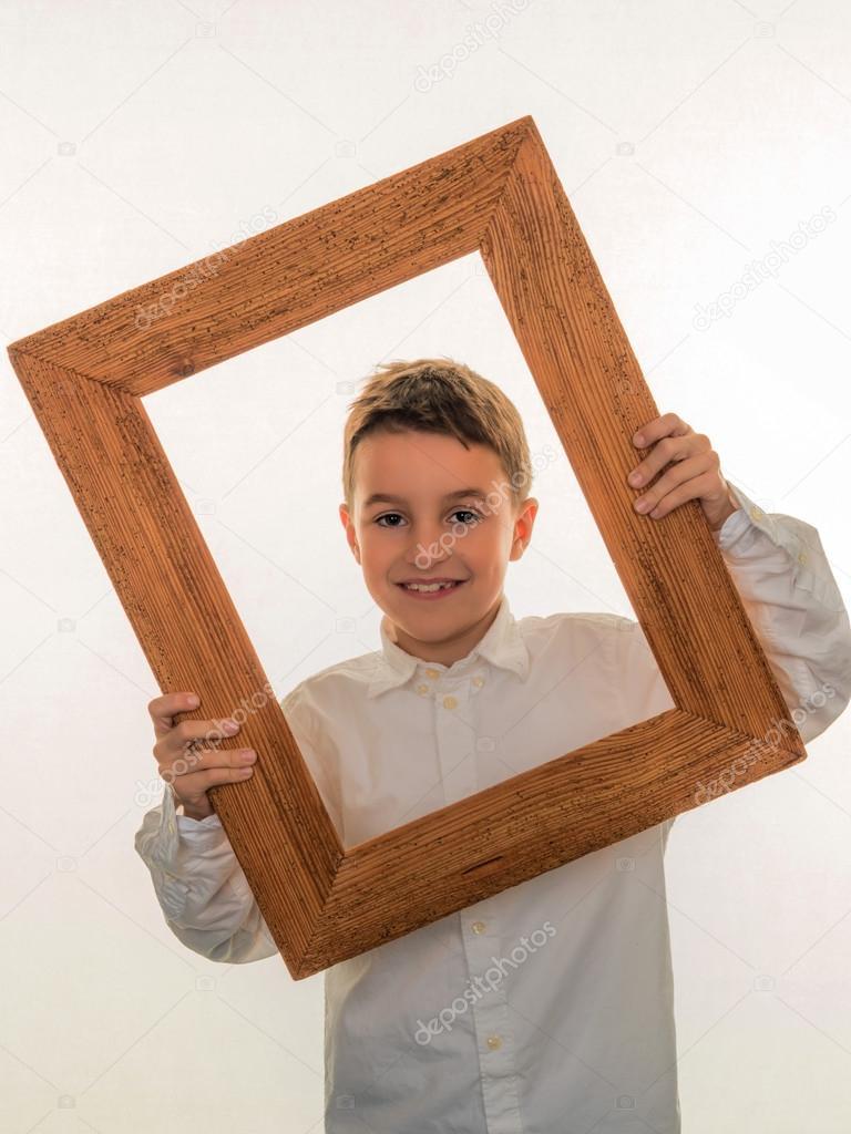 niño mirando a través de un marco — Foto de stock © ginasanders ...