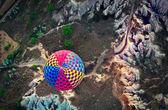 Photo Hot air balloon over mountain