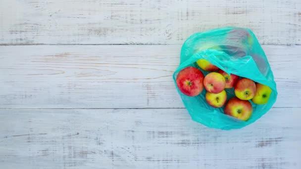 Zastavte animaci plastového sáčku, papírového sáčku a jablek. Ekologické nakupování s papírovou taškou. Pojetí volného životního stylu plastu