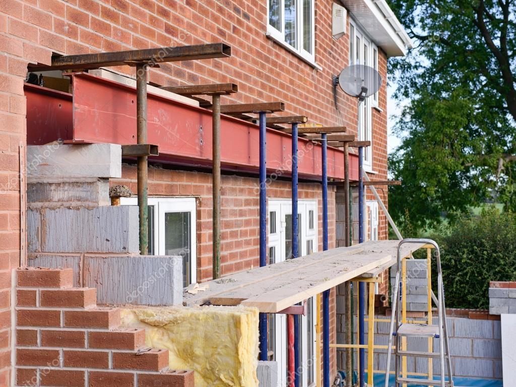 Uitbreiding Aan Huis : Huis uitbreiding in aanbouw u stockfoto sponner