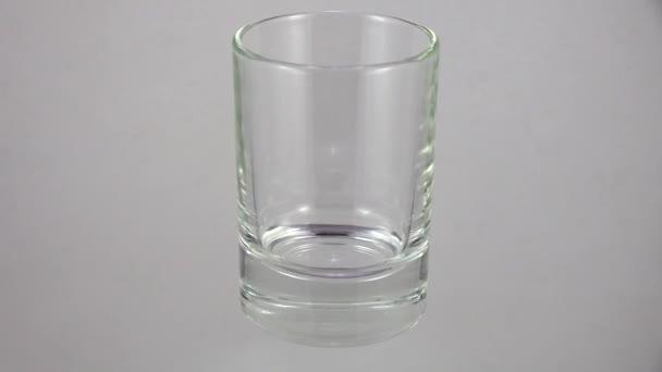 Křišťálová sklenice. Výstřel ve 4K, UHD