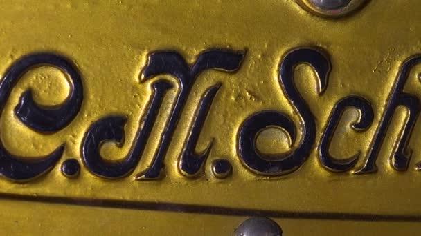 Logo unter dem Deckblatt