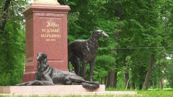 Windhunde-Skulptur auf dem Anwesen Marino