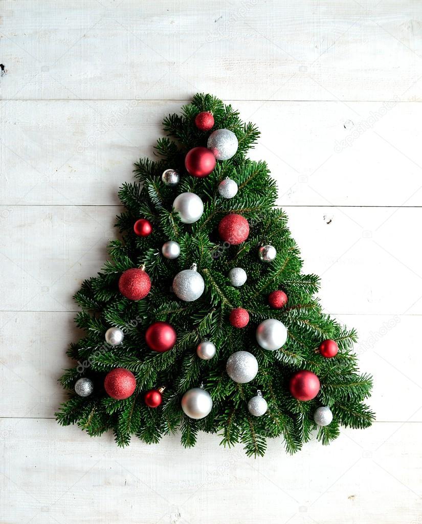 Schmuck Für Weihnachtsbaum.Rot Und Silber Schmuck Kugeln Weihnachten Weihnachtsbaum Stockfoto