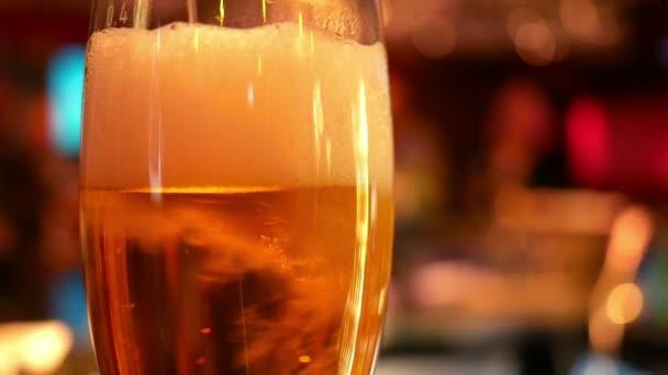 Korsó üveg világos sör a pub táblázat