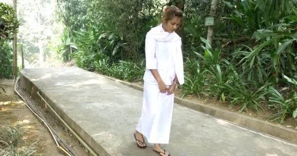 Woman in Wat Tham Pha Plong
