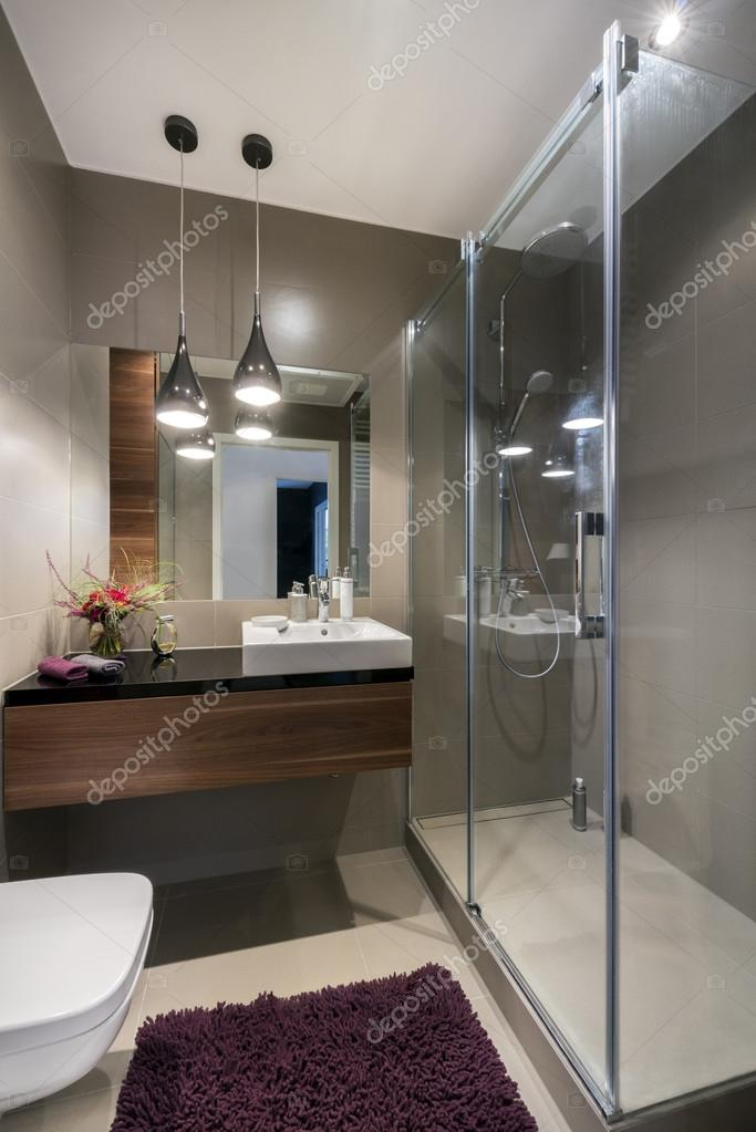 https://st2.depositphotos.com/1033308/5514/i/950/depositphotos_55147525-stock-photo-modern-luxury-bathroom-with-shower.jpg