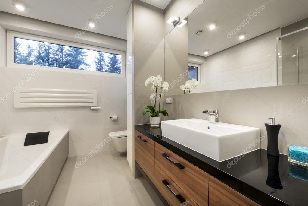 Moderne Luxus-Badezimmer-Innenarchitektur — Stockfoto ...