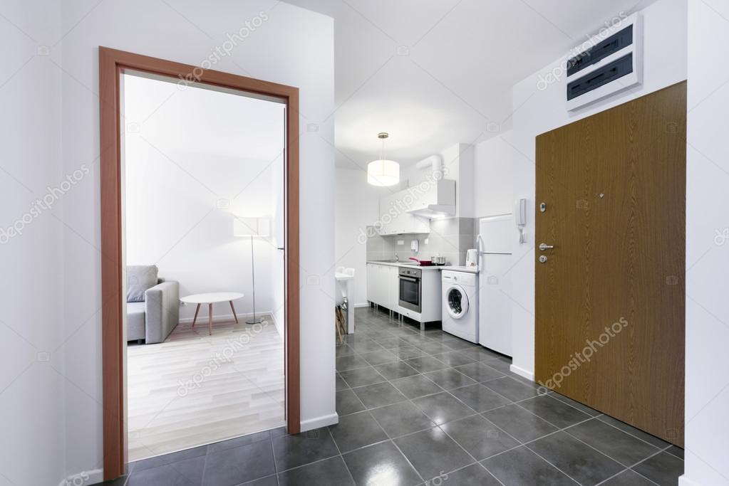 Keuken Moderne Klein : Kleine witte moderne keuken interieur u stockfoto jacek kadaj