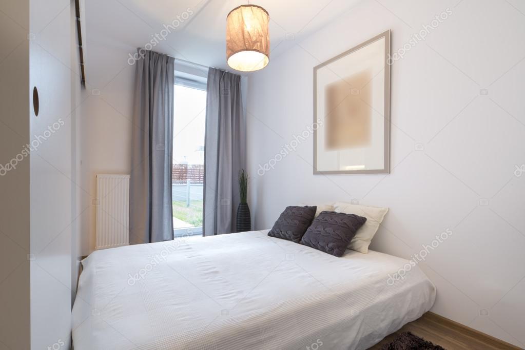 Stilvolle Schlafzimmer im skandinavischen Stil — Stockfoto ...