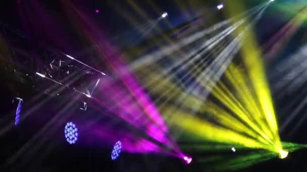 Színes színpadi fény