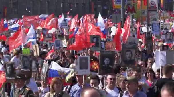 Nesmrtelný pluku pochod v den vítězství na 9. května. Pochody na památku účastníky druhé světové války, kteří bojovali aga