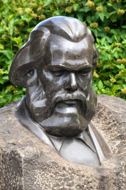 Bust monument of Karl Marx
