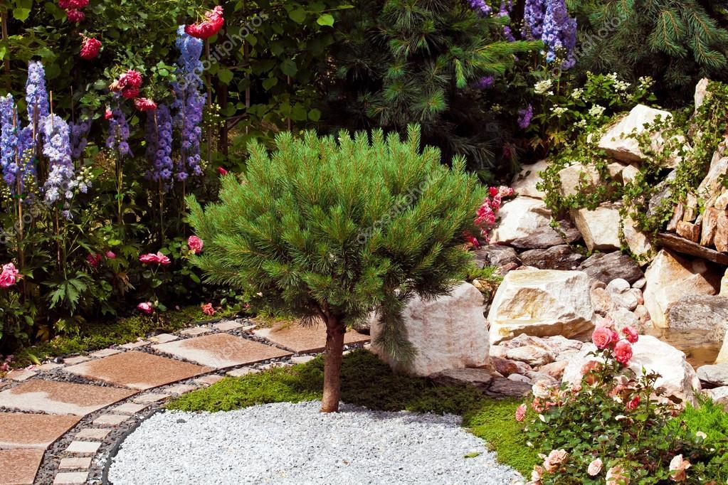 Paisajismo diseño de jardines — Foto de stock © prescott10 #116660036