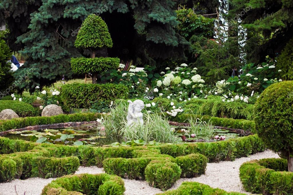 Paisajismo diseño de jardines — Fotos de Stock © prescott10 #124359564
