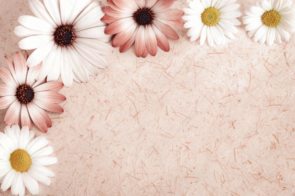 Pergament-Hintergrund umrahmt mit Blumen — Stockfoto © Smileus #70726155