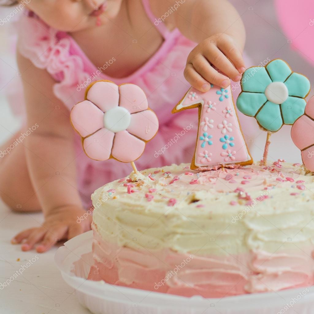 dort k prvním narozeninám pro holčičku Dort k prvním narozeninám — Stock Fotografie © Shangarey #119051874 dort k prvním narozeninám pro holčičku