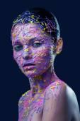 Žena v barevné malování