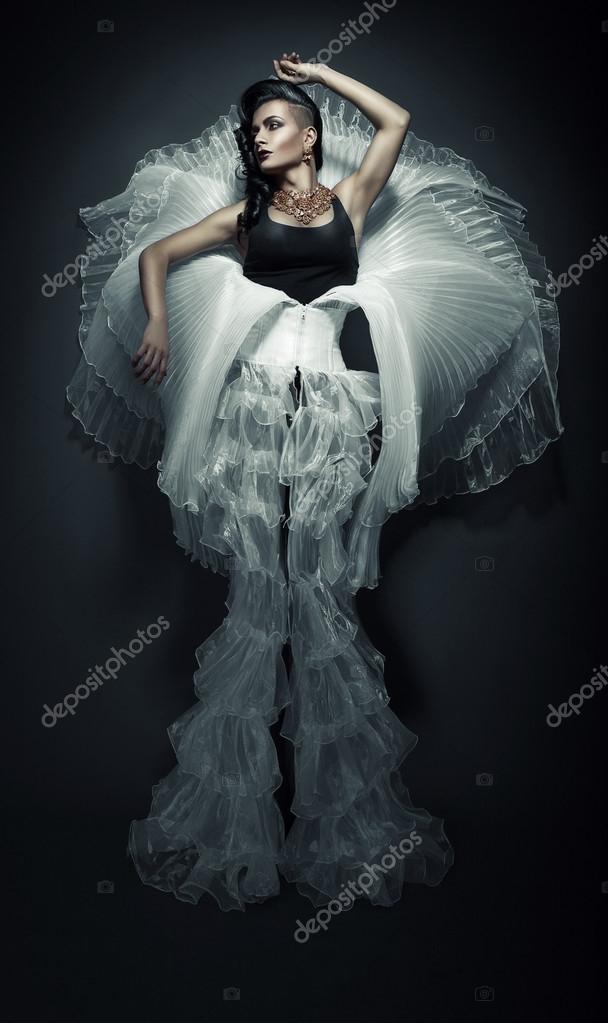 Mujer Vestida De Blanco Foto De Stock Alexannabuts 65328143