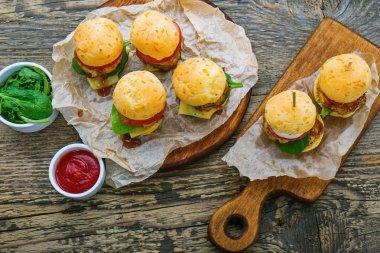 mini hamburgers with herbs and sauce
