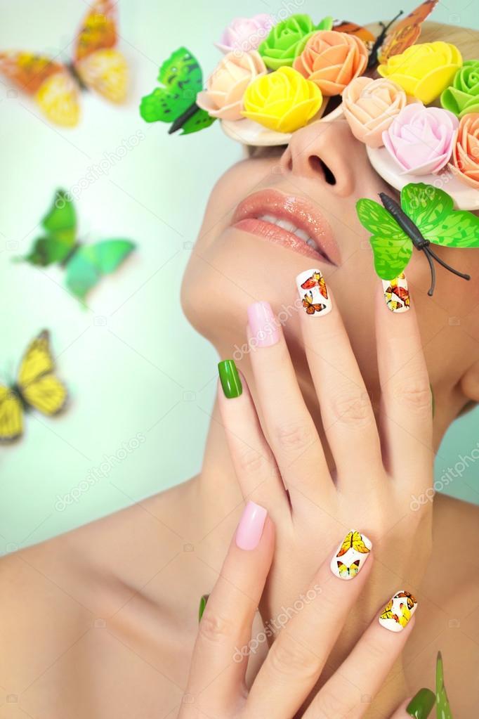 Manicura con mariposas — Fotos de Stock © marigo #105448626