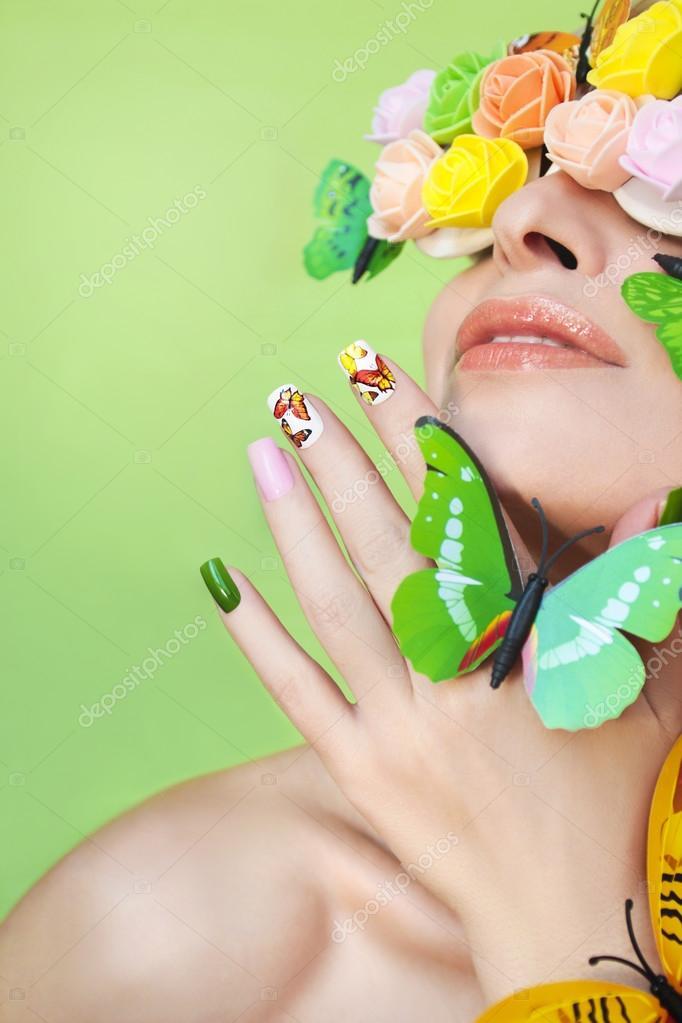 Manicura con mariposas — Foto de stock © marigo #105616014