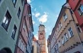 Stadtlandschaft. Blick auf die Häuser und die Kirche St. Martin in der Altstadt. Memmingen.
