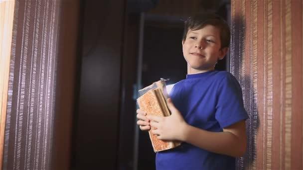Boy teen kniha vzdělávání je zeď vnitřní životní styl