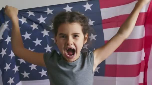 Lány és Usa amerikai zászló