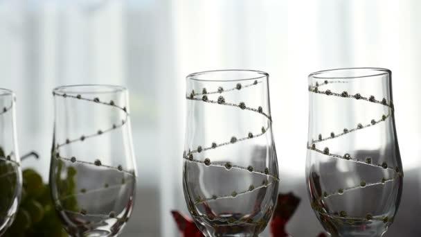 video prázdné sklenice na šampaňské