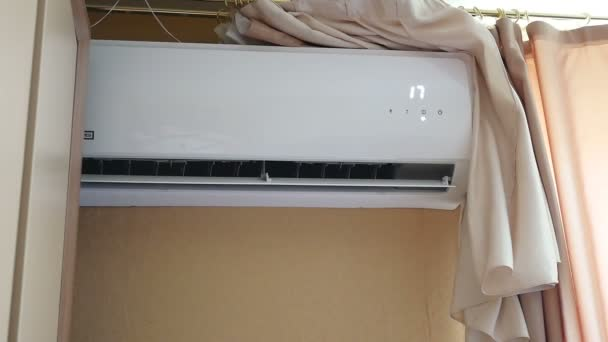 videóinak légkondicionáló fehér lóg a szoba