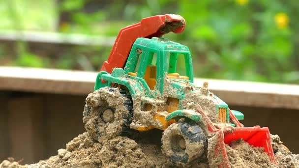 Farmář s traktorem v karanténě zpomalené video