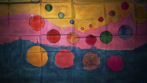 Video Motion graffiti kruh, cirkus, barevný pruh ozdob v nočním světle se pohybuje podél zdi abstraktní základní vzorek HD 1920x1080
