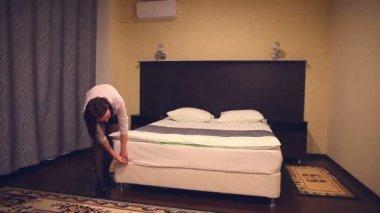 h tel chambre nettoyage vid o dtiberio 91344942. Black Bedroom Furniture Sets. Home Design Ideas