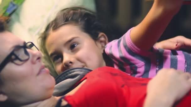 Heiß Reden, um Dieses Mädchen movie im park