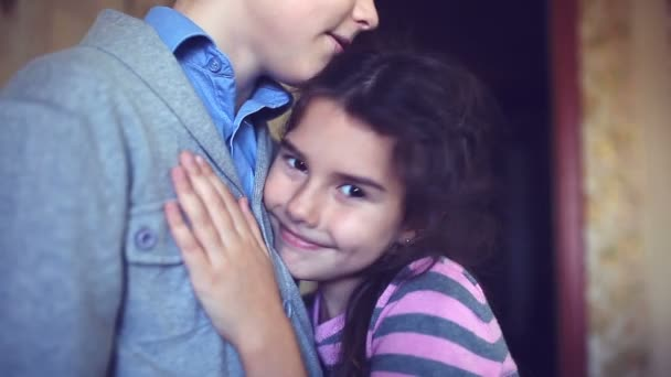 Парень и девушка ласкаются видео