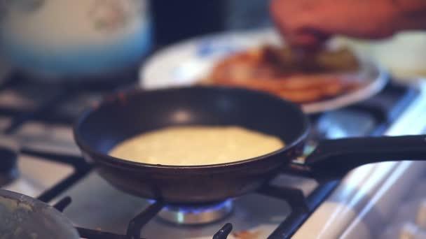 видео. как. готовить блины