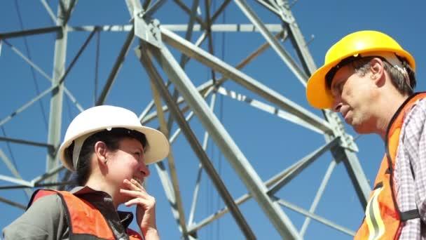 Elektrických pracovníků pracoviště romantický líbání