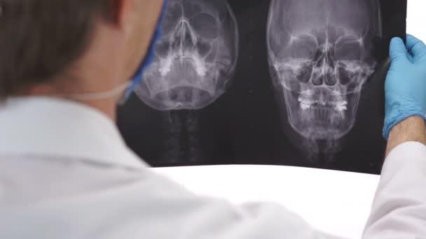 Zdravotní péče lékař studuje Xray