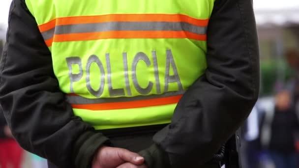 Polizia maglia fluorescente posteriore spagnolo